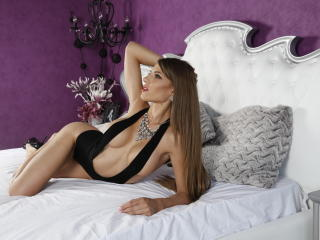 Picture of the sexy profile of AngeAnna, for a very hot webcam live show !