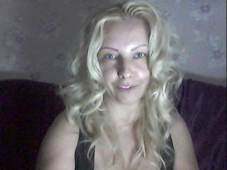 Picture of the sexy profile of Elyana69, for a very hot webcam live show !