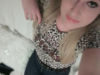 Webcam model Annalisaany from XLoveCam