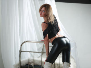 Webcam model GoddessForPorn from XLoveCam