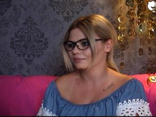 Webcam model Karily from XLoveCam
