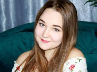 Webcam model MaleyLinn from XLoveCam