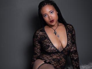 Webcam model MandyEden from XLoveCam