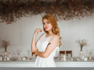 Webcam model MaryLyons from XLoveCam