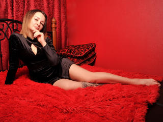 Webcam model MollyHill from XLoveCam