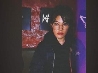Webcam model NatalieMoore from XLoveCam