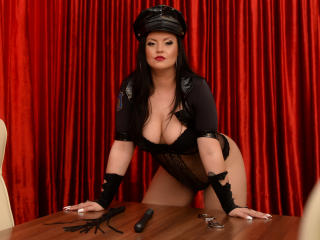 Webcam model QueenScarlet from XLoveCam