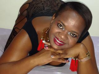 Webcam model SerenaQueen from XLoveCam
