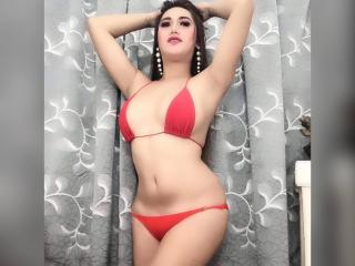 SweetCumPornStarTS webcam