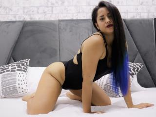 Webcam model ViancaRossi from XLoveCam