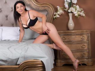 Webcam model YasminLee from XLoveCam
