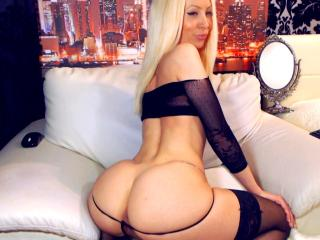 Webcam model FontaineJQ from XLoveCam