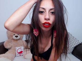 Webcam model CandieCross from XLoveCam